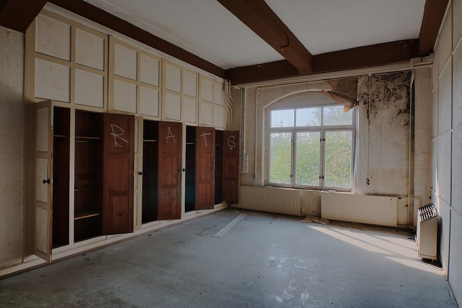 Zwei Zimmer, Küche, Bad II